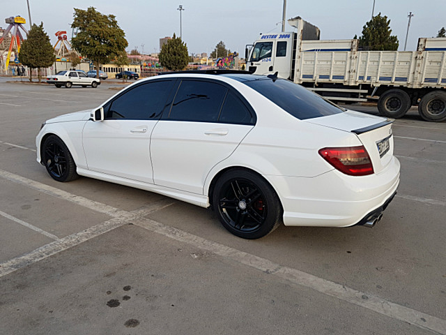 Mercedes – C180